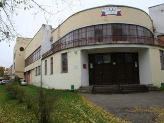 Центральный вход в здание